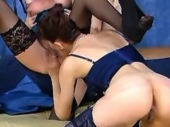 Mature lesbians lick pussies each other in orgy